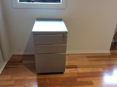 Filing Cabinet with one key