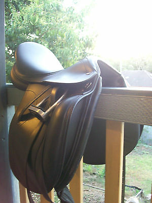 Tekna Dressage Saddle. Fully Mounted. Lightweight Stirrups Irons. 17½ - 18""