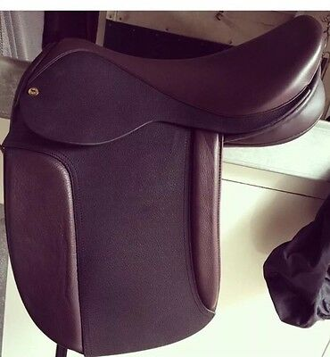 Black Country Classic Show Saddle 18 Inch Wide
