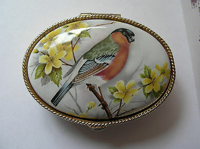 Gorgeous Oval Vintage Bullfinch Chaffinch Engraved Gold Tone Pill Trinket Box