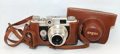 VINTAGE ARGUS C FOUR MANUAL CAMERA 50mm LENS with LEATHER CASE   N434