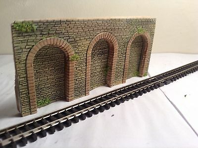 # N GAUGE  STONE ARCADE ARCHED  WALL SECTION 2 Piece set