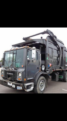 2001 Mack mr690s Front Load Garbage Truck