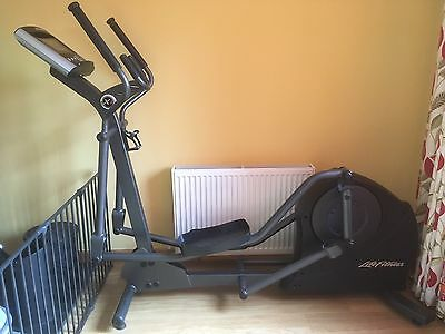 Life Fitness X1 Elliptical Cross Trainer with Advanced Workouts Console