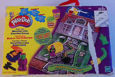 Play-Doh Pack 'n Go Monster-rific Haunted House Play Set 2001 Halloween RARE