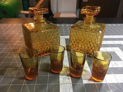 Vintage Japan  Liquor Saki Sake 2 Amber Decanters 4 Shot Glasses GUC