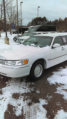 2001 Lincoln Town Car  2001 Lincoln Town Car 8 Passenger Stretch Limousine