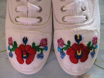 HUNGARIAN HAND EMBROIDERED WHITE LACE-UP CANVAS TENNIS SHOES~Size 9