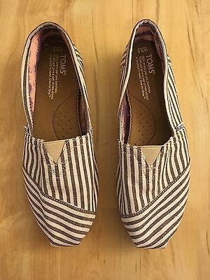Cute Toms of Maine Grey/White Stripe Shoes Womans Size 9.5