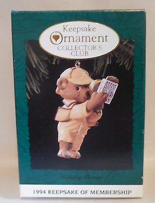 "1994 Hallmark Keepsake Ornament ""Holiday Pursuit"" Dog with Magnifying Glass MIB"