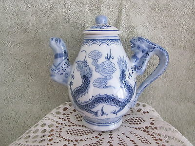 Qing Dynasty Dragon Blue White Porcelain Teapot rare Antique Outstanding