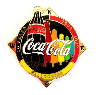 """COCA COLA """"SPECIAL SHAPE"""" Pin / Pins - FLASCHE """"10 YEARS"""" schwarz  G-BYIW [3693]"""