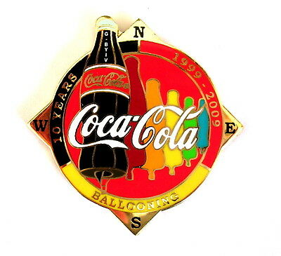 """COCA COLA """"SPECIAL SHAPE"""" Pin / Pins - FLASCHE """"10 YEARS"""" rot / G-BYIV [3684]"""