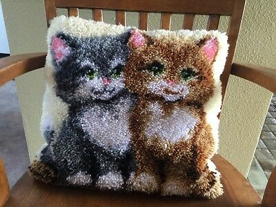 KITTENS Latch Hook Rug PILLOW Completed Vintage Tapestry Throw Cushion