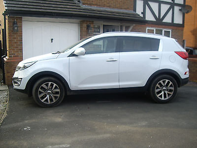 Kia Sportage 1.7CRDi ( 114bhp ) ISG 2014MY 2 FIVE DOOR IN WHITE LOW MILEAGE