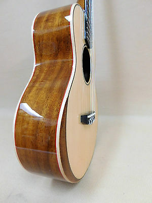 Caraya UK-26 Premium Concert Ukulele - Solid Spruce Bevelled Top + 3 Picks