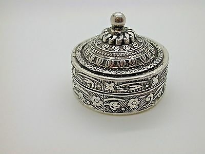 Vintage Hand Made & Intricately Designed Medical Silver Box Collectable 23.3g