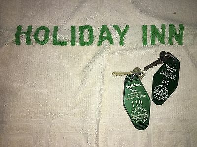Vintage Holiday Inn Bath Mat Towel Hotel Keys