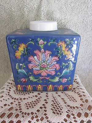 Fabrique En Chine Famille Rose Pattern Tea Caddy Hand Painted Details
