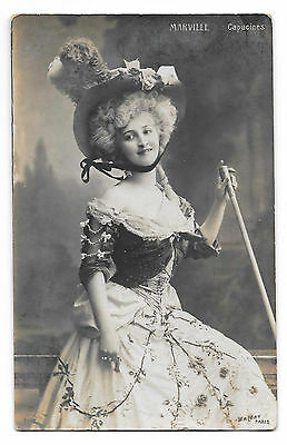 Cpa A37 Marville Artiste Theatre Capucines Mode Chapeau Grand Siecle Large Hat