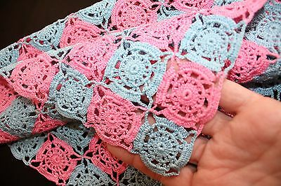"""MINT Vintage 1940's Hand-Crochet Pink & Blue 14"""" Square Table Runner / Doily NOS"""