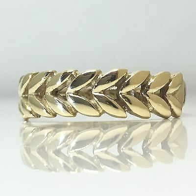 A Lovely 90s fancy patterned leaf detailed 9ct gold ring band