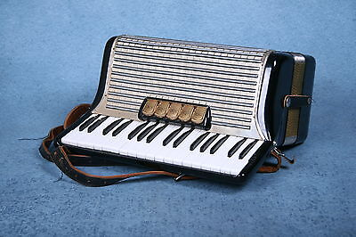 Hohner Concerto II 72 Key Bass Piano Accordion w/Case & Straps - Preowned