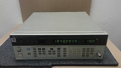 HP HEWLETT PACKARD 8657A Synthesized Signal Generator 0.1-1040 MHz Opt 001