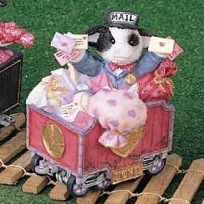 MINT MIB NOS Mary's Moo Moos Lionel Cow in Mail Cart Figurine New in Box 780804