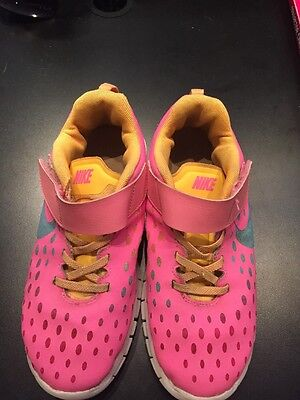 Nike Bright Pink Girls 3Y Velcro Close Running Sneaker.