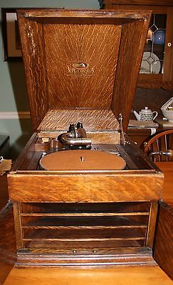 Victor Victrola VV-VIII Tabletop Phonograph Record Player - 1924; Oak Cabinet