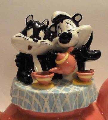 LOVELY PEPE LE PEW and PENELOPE TEAPOT   WARNER BROS. ~1998~