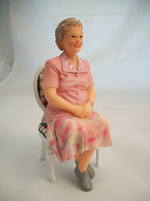 Resin Doll - Rose (Sitting older woman) 3024  1/12 scale  Houseworks