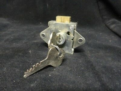 "YALE * DESK DEAD BOLT LOCK & KEY * 1-3/4"" x 1-9/16"" Core Changeable (NEW no BOX)"