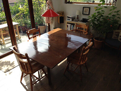 Elegant Georgian mahogany drop-leaf dining table with D ends
