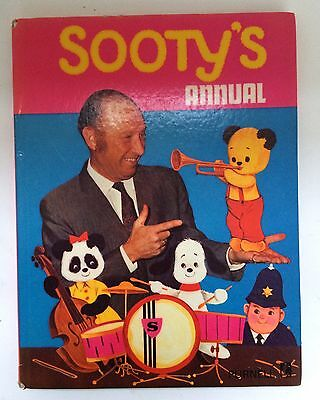 Sooty's Annual 1972 Purnell Vintage Hardback Book