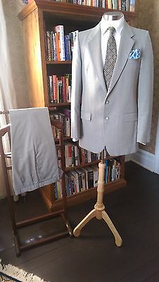 Yves St Laurent Mens Suit-40R Beautifully maintained