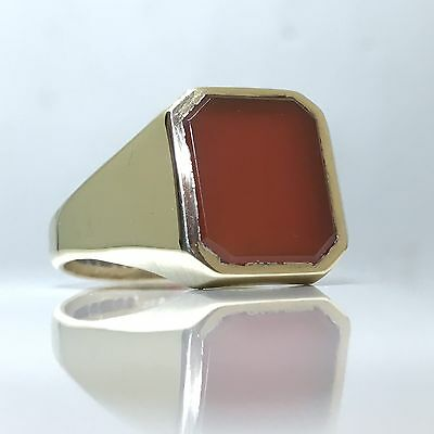 Elegant C.1980's Vintage Rectangle Red Carnelian Signet Ring in 9ct Yellow Gold