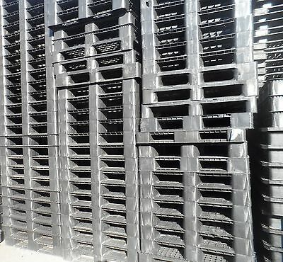1100x1100 PLASTIC PALLETS - IDEAL TO BUILD LAMB / CALF PEN - SET OF 13 - USED
