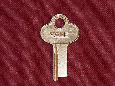 Vintage Yale Trunk Padlock Key Chest Antique Lock Strong Box Desk Cabinet