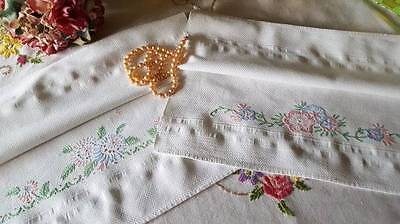 2 Pretty Vintage Huck Towels Embroidered Flowers Matching Pair