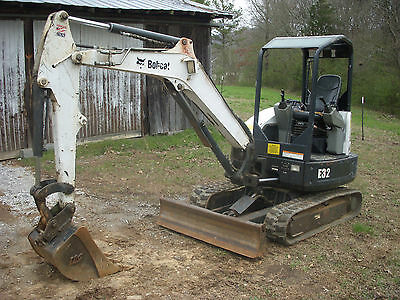 """2010 Bobcat E32 Mini Compact Excavator with 24"""" Tooth Bucket - Ship $750"""