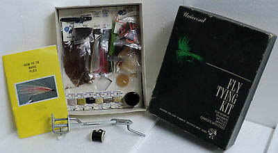 VINTAGE 1975 UNIVERSAL FLY TYING KIT #8 - FUR,FEATHERS,WIRE,STAND wet dry flies