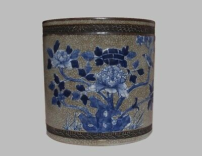 Fine LARGE FINE CHINESE BLUE AND WHITE BRUSH POT (L645)