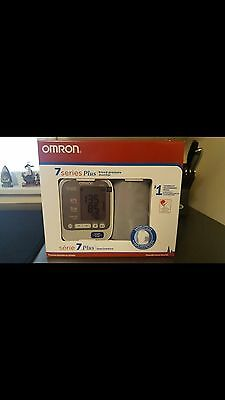 Omron 7 series Plus Blood Pressure Monitor with ComFitTM Cuff