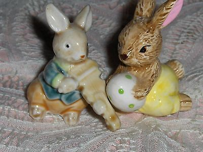 Vtg Miniature Easter Bunny Figurines 2 Porcelain Rabbits Fiddle Playing Hare