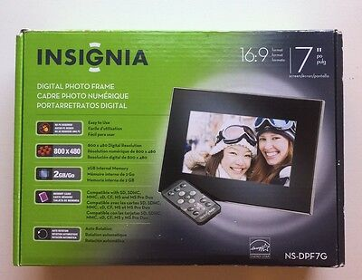 INSIGNIA NS-DPF7G 7 inch Digital Picture Frame 800x480 16:9 Pic. Format 2GB