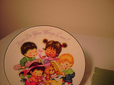 Avon Fine Collectibles 1992 Mother's Day Plate - How Do You Wrap Love
