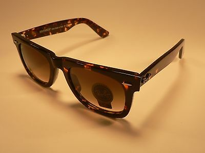 Ray-Ban Wayfarer Sunglasses Tortoise / Brown Gradient