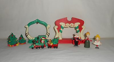 HTF! 2000 Dr. Seuss How The Grinch Stole Christmas Whoville Playset